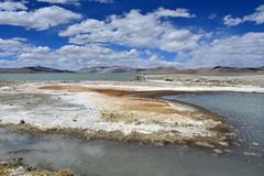 Strongly saline lake Ruldan Nak in Tibet, China stock photography