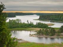 Strook van licht over het meer van Ladoga Stock Afbeeldingen