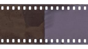 Strook van oude film met stof en geïsoleerde krassen royalty-vrije stock afbeelding