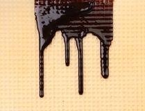 Stroomchocolade op wafeltje. Sluit omhoog. royalty-vrije stock afbeeldingen