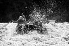 Stroomversnelling het rafting Stock Fotografie