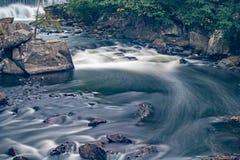 Stroomversnelling op de Yamaska-Rivier in Granby, Quebec stock fotografie