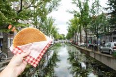 Stroopwafel holandés fotos de archivo