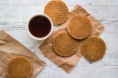 Stroopwafels/Waffles карамельки голландские с чаем или кофе Стоковая Фотография RF