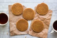 Stroopwafels/Waffles карамельки голландские с чаем или кофе Стоковое Изображение