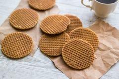 Stroopwafels/Waffles карамельки голландские с чаем или кофе Стоковые Изображения RF