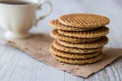 Stroopwafels/Waffles карамельки голландские с чаем или кофе Стоковые Фото