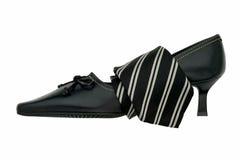 Stropdas rond een vrouwelijke schoen. Royalty-vrije Stock Afbeelding