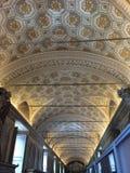 Stropować korytarz jak widziane w Watykańskiego muzeum Obraz Stock