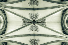 Stropować w studni katedry b Zdjęcia Stock