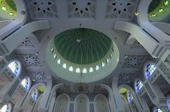 Stropujący Iterior sułtan Ahmad 1 meczet w Kuantan Fotografia Royalty Free