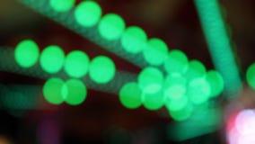 Strostro groepeert het plastic het drinken kleurrijke volledige scherm zich als achtergrond velen stock videobeelden
