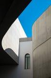 Structure abstraite en béton avec le fond de ciel Photo libre de droits