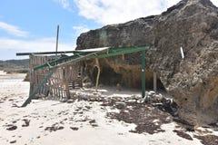Structure d'ombre sur la plage d'Andicuri dans Aruba Photo stock