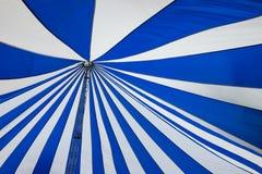 Structure de grandes tentes blanches de toit de toile Photo stock