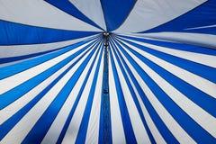 Structure de grandes tentes blanches de toit de toile Images libres de droits
