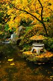 structure de jardin d'automne image stock
