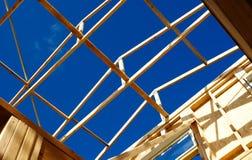 Structure de toit de trame de bois de construction Photographie stock libre de droits