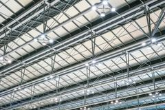 Structure de toit moderne en métal d'architecture d'aéroport Photo stock