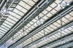Structure de toit moderne en métal d'architecture d'aéroport Images libres de droits