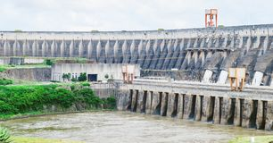 Structure en béton de barrage d'Itaipu Une centrale énorme de binacional de image libre de droits