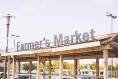 Structure en bois du marché de l'agriculteur images stock