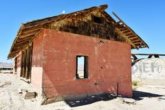 Structure en bois superficielle par les agents dans le désert Photo libre de droits