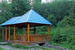 Structure en bois sur le site du ressort saint, sur le site des événements historiques Endroit de pèlerinage Image stock