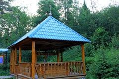 Structure en bois sur le site du ressort saint, sur le site des événements historiques Endroit de pèlerinage Photo libre de droits