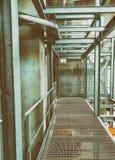 Structure métallique moderne à l'intérieur d'un entrepôt Environnement vide Image libre de droits