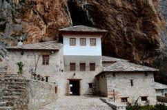 Structure musulmane Bosnie-Herzégovine de monastère de pierre de derviche de Blagaj Sufi Images stock