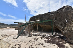 Structure sur une plage blanche de sable dans Aruba Photographie stock libre de droits