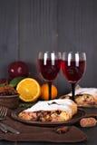 Strudel και κρασί Στοκ φωτογραφίες με δικαίωμα ελεύθερης χρήσης