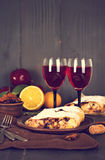 Strudel και κρασί Στοκ φωτογραφία με δικαίωμα ελεύθερης χρήσης