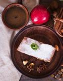Strudel με τα μήλα και τα καρύδια Στοκ φωτογραφία με δικαίωμα ελεύθερης χρήσης