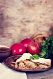 Strudel με τα μήλα και τα καρύδια Στοκ φωτογραφίες με δικαίωμα ελεύθερης χρήσης