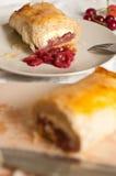 Strudel με τα φρούτα και το τυρί εξοχικών σπιτιών Στοκ φωτογραφίες με δικαίωμα ελεύθερης χρήσης