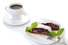 Strudel της Apple με το παγωτό και ένα φλιτζάνι του καφέ Στοκ Εικόνα