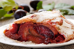 Strudel with plums Royalty Free Stock Images