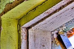 Strugać farbę na ścianach budynek obraz royalty free