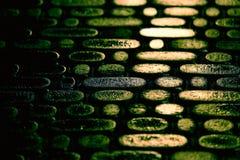 Struktur der Befestigung in der Nacht die Reflexion des Li Stockbilder