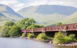 Struktur der Metalleisenbahnbrücke Stockfoto