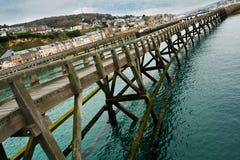 Struktur eines hohen hölzernen Piers in Fecamp, Frankreich lizenzfreies stockfoto