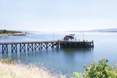 Struktur för victorian för Kilcreggan pir gammal i Argyll och Bute på floden Clyde under sommaren Arkivbild