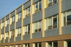 Struktur för yttre fasad för arkitektur för skolabyggnad modern offentlig Arkivfoton