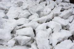 Strukturen av de vit snö klämde fast styckena royaltyfri bild