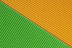 Strukturierte bunte gelbe und grüne Wellpappe lizenzfreie stockfotos