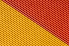 Strukturierte bunte gelbe und orange Wellpappe lizenzfreie stockbilder