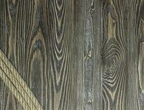 Strukturierte Kiefernplanken und -seil Stockbild