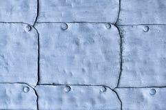 Strukturierte Oberfläche der altes Metallhellvioletten Tür Stockbilder